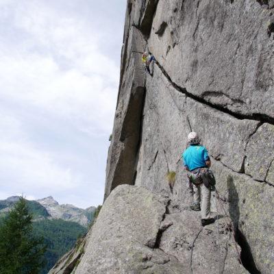 Trad climbing evo valle dell'orco guide alpine sunnyclimb sunnyclimb Trad climbing evo valle dell'orco guide alpine sunnyclimb sunnyclimb