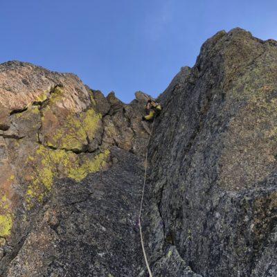 arrampicata in fessura with sunnyclimb guide